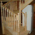 Деревянная лестница из сосны на заказ