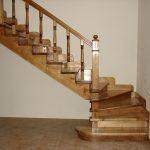 Лестница в дом из сосны