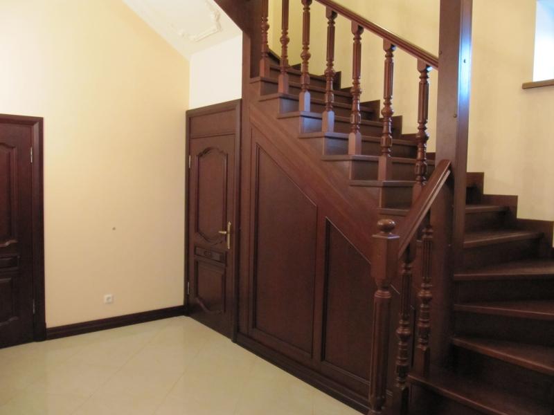 Установка деревянных лестниц 167
