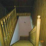Лестница в дом из сосны в Калининграде