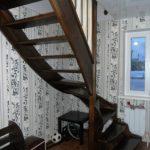 Лестница в дом из лиственницы в Калининграде
